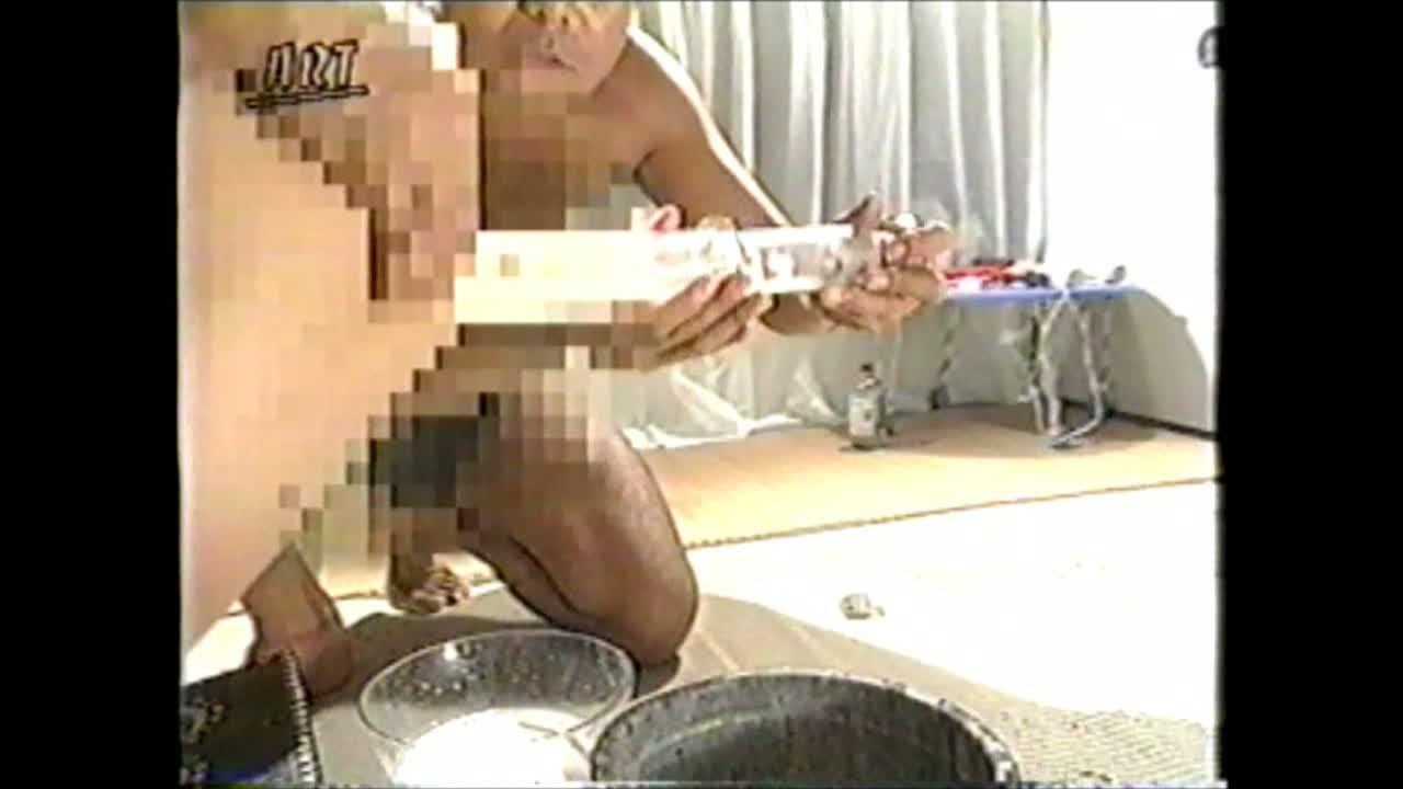 ボールギャグを噛まされ四つん這いで緊縛された美少女が浣腸と脱糞を繰り返し強要されながら容赦ない鞭打ち調教で悶絶!